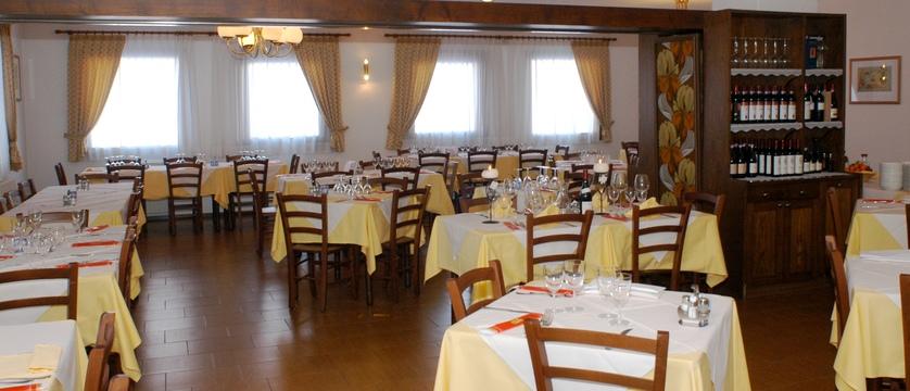 italy_livigno_hotel-alaska_dining-room.jpg